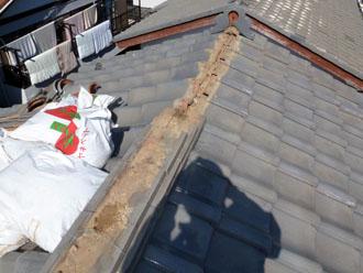 佐倉市 屋根 棟瓦取り直し 漆喰詰め直し これまでの棟瓦の撤去 清掃