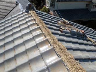 佐倉市 屋根 棟瓦取り直し 漆喰詰め直し 棟瓦の下の土の劣化