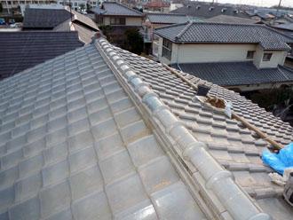 佐倉市 屋根 棟瓦取り直し 漆喰詰め直し 様々な形の瓦を水平方と垂直方向に真っ直ぐ積む