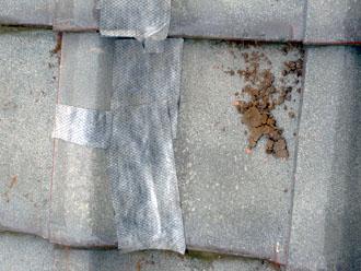 佐倉市 屋根 棟瓦取り直し 漆喰詰め直し 応急処置 テープで覆い、雨水の浸入を防ぐ