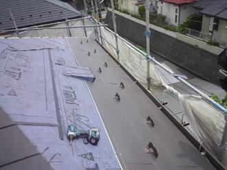 千葉県佐倉市 屋根カバー工法 室内塗装 横暖ルーフきわみ ビス止め