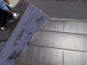 千葉県佐倉市 屋根カバー工法 室内塗装 横暖ルーフきわみ 施工中