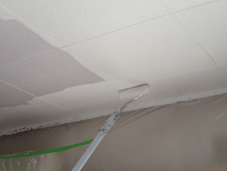 千葉県佐倉市 屋根カバー工法 室内塗装 天井塗装中