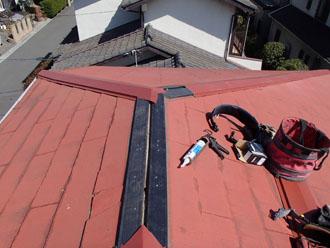 千葉県 千葉市中央区 棟板金交換 貫板の上に棟板金を仮設置