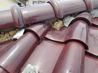 千葉県千葉市花見川区 屋根葺き替え 屋根点検 漆喰が剥がれて土がはみ出ている