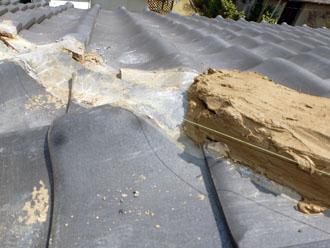 千葉市若葉区 屋根 棟瓦漆喰取り直し工事 新しい漆喰への入れ替え 泥