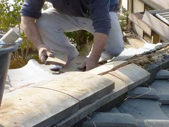 千葉市若葉区 屋根 棟瓦漆喰取り直し工事 取り外した瓦の積み直し