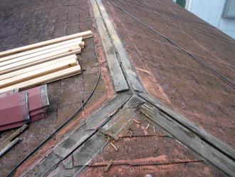 千葉県 千葉市若葉区 板金交換工事 棟板金の撤去 貫板の撤去