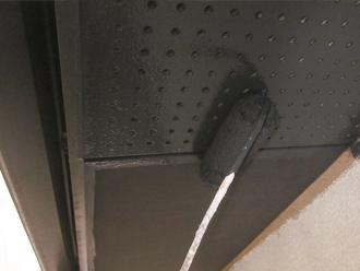 千葉県印旛郡酒々井町 屋根塗装 外壁塗装 点検の様子 軒天 下塗り