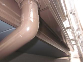 千葉県印旛郡酒々井町 屋根塗装 外壁塗装 点検の様子 細部の塗装 雨樋 下塗り後