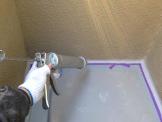 千葉県印旛郡酒々井町 屋根塗装 外壁塗装 塗装の様子 バルコニー コーキング 詰め