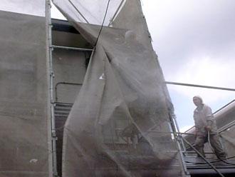 千葉県 君津市 屋根塗装 外壁塗装 高圧洗浄は飛沫が広範囲に及ぶのでメッシュシートが必要