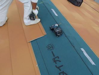 千葉県 大網白里市 屋根カバー工法 新しい屋根材の設置 横暖ルーフテラコッタ