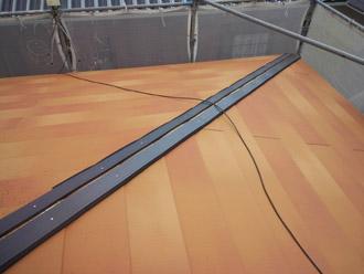 千葉県 大網白里市 屋根カバー工法 新しい屋根材の設置 樹脂製貫板の設置