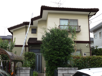千葉県 市原市 カラーシミュレーション 屋根と庇がコーヒーブラウンで外壁がリーフグリーンとクリームホワイトのパターン