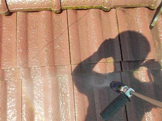 千葉県 市原市 屋根の高圧洗浄 洗浄中