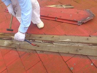 木更津市 屋根カバー工法 雨漏りの調査 小屋裏(屋根裏)の上の点検 雨漏りの跡の発見 最大箇所