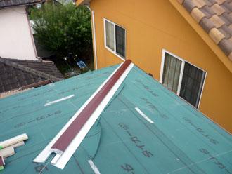 木更津市 屋根カバー工法 雨漏りの調査 小屋裏(屋根裏)の上の点検 雨漏りの跡の発見