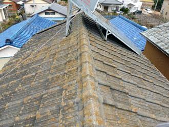 木更津市 屋根葺き替え アールロック 屋根の上の点検 屋根材の劣化 コケ 色褪せ