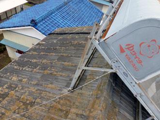 木更津市 屋根葺き替え アールロック 屋根の上の点検 屋根の上の点検 屋根材の劣化 コケ 色褪せ