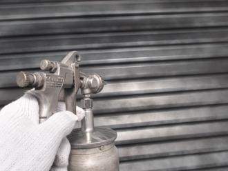 千葉県習志野市 屋根塗装 外壁塗装 塗装の様子 雨戸 錆止め スプレー