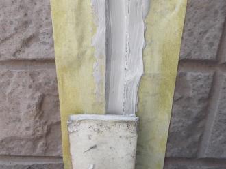 千葉県習志野市 屋根塗装 外壁塗装 塗装の様子 コーキング 詰め増し ヘラ 均等