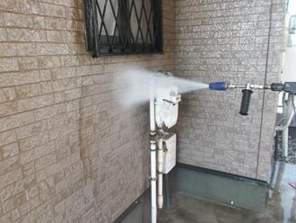 千葉県習志野市 屋根塗装 外壁塗装 塗装の様子 外壁 高圧洗浄