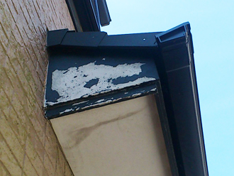 千葉県習志野市 屋根塗装 外壁塗装 点検の様子 軒天 塗装はがれ