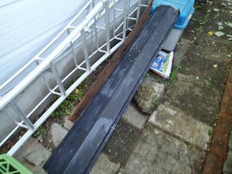 千葉県袖ヶ浦市 屋根塗装 棟板金交換 庭隅に片付けられた棟板金
