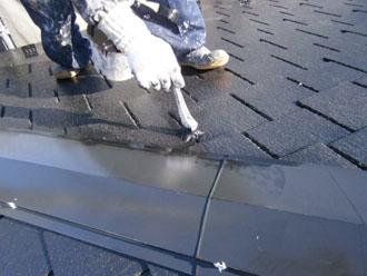 埼玉県 富士見市 屋根塗装 外壁塗装 バルコニー防水 屋根の中塗り 刷毛使用