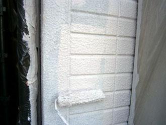 埼玉県 富士見市 屋根塗装 外壁塗装 バルコニー防水 外壁の中塗り
