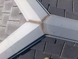 埼玉県 富士見市 屋根塗装 外壁塗装 バルコニー防水 点検 棟板金のコーキングの劣化