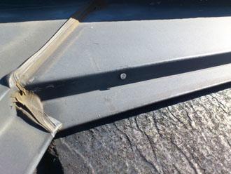 埼玉県 富士見市 屋根塗装 外壁塗装 バルコニー防水 点検 棟板金のコーキングの劣化2