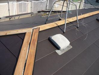 横浜市中区 屋根カバー 芯木設置