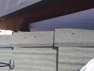 横浜市保土ケ谷区 屋根カバー工事 ケラバへの専用部品設置完了