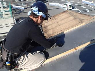 横浜市戸塚区 屋根葺き替え工事 これまでの屋根の撤去 接合部分の解体
