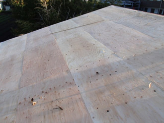 横浜市戸塚区 屋根葺き替え工事 野地板の貼り増し完了