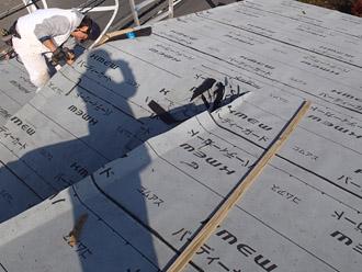 横浜市戸塚区 屋根葺き替え工事 防水紙の敷設完了