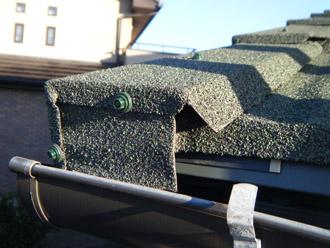 横浜市戸塚区 屋根葺き替え工事 防水紙の敷設 ハイブリッド金属屋根材「エコグラーニ」 ケラバへの取り付け