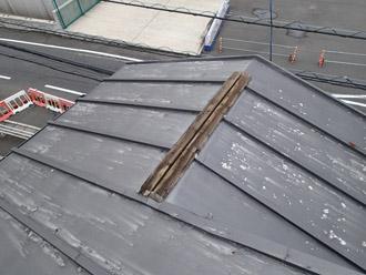 横浜市戸塚区 屋根葺き替え工事 点検 瓦棒の屋根 棟板金の飛散