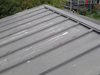 横浜市戸塚区 屋根葺き替え工事 点検 瓦棒の屋根 変色してまだら