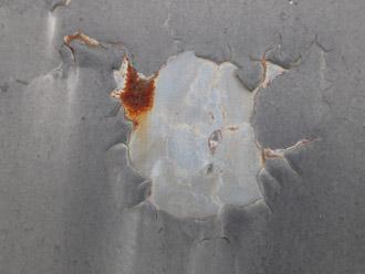 横浜市戸塚区 屋根葺き替え工事 瓦棒の屋根 塗料の剥がれとサビ
