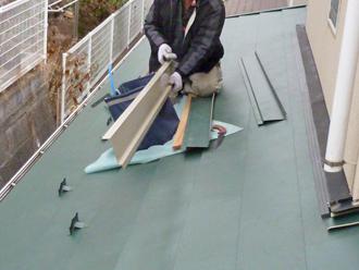 屋根カバー工事 葺き付け