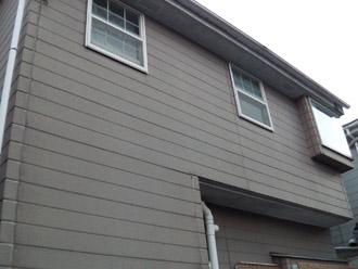横浜市瀬谷区 棟板金交換  屋根塗装・外壁塗装  点検 隣の建物の屋根