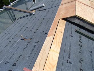 横浜市 鶴見区 屋根葺き替え 防水紙の敷設