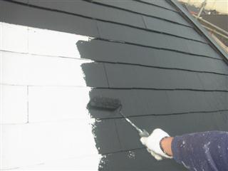横浜市 屋根塗装 遮熱塗料 サーモアイシリコン 中塗り