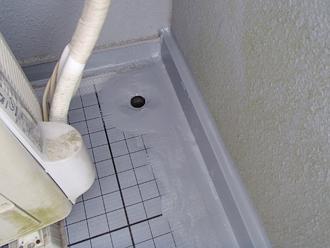 排水溝と脱気筒の設置