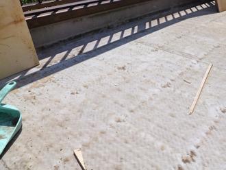 古い防水層を撤去