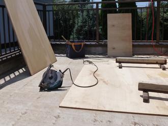 木材を使って防水の土台を作ります