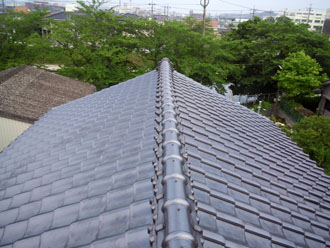 瓦屋根は屋根カバー工法に向きません